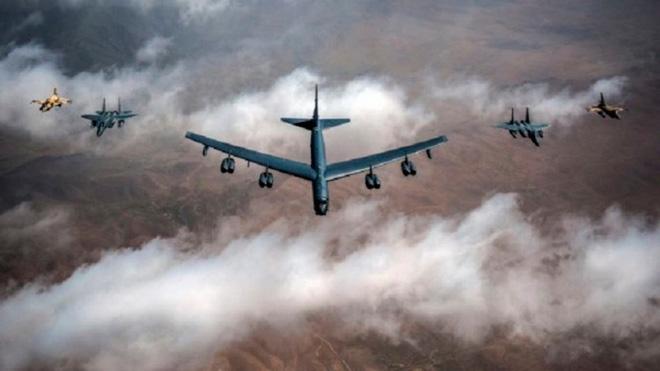 Mỹ lại điều máy bay ném bom chiến lược B-52 tới vùng Vịnh để răn đe Iran. Ảnh: Al Arabya.