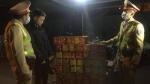 Thanh niên quê Cao Bằng thuê xe bán tải chở 139 hộp pháo nổ bị CSGT bắt giữ