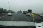 Phớt lờ hiệu lệnh dừng xe của CSGT, tài xế ôtô con đã nhận ngay hậu quả sau đó vài phút