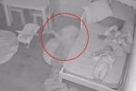 Xem camera an ninh, bố hoảng hốt khi thấy con gái bị kéo vào gầm giường lúc nửa đêm
