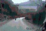 Clip: Thanh niên đâm trực diện ôtô tải trên đường đèo, hiện trường khiến tất cả ám ảnh