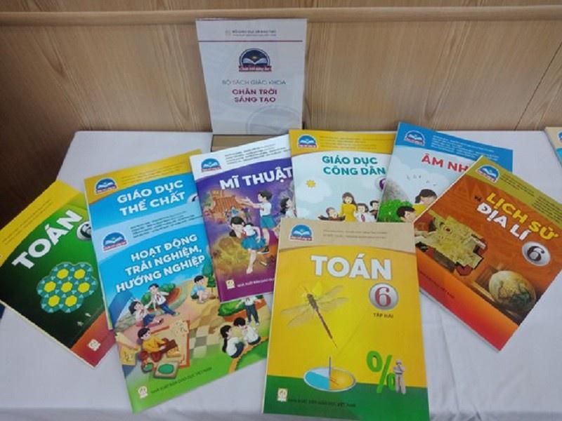 Bộ sách giáo khoa lớp 6 Chân trời sáng tạo - một trong những bộ sách được Bộ GD&ĐT phê duyệt. Ảnh: Pháp Luật TP.HCM.