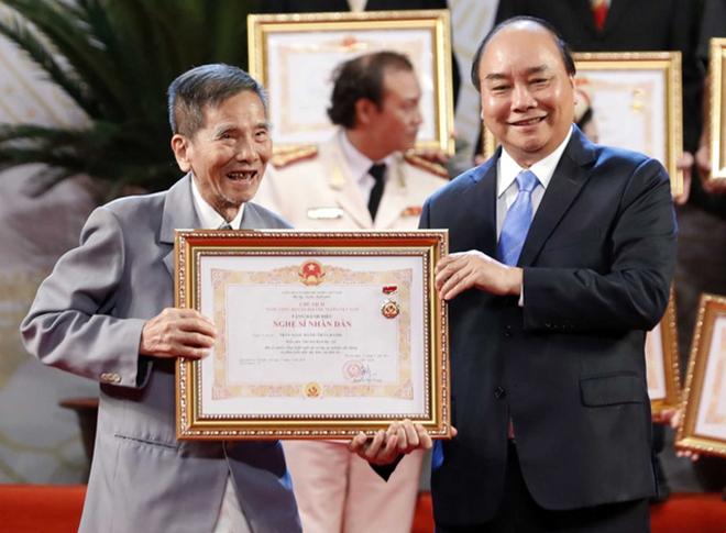 Năm 2019, ông được phong tặng danh hiệu NSND.