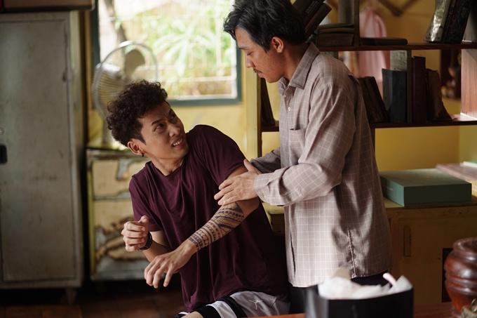 Trấn Thành và Tuấn Trần ăn ý trong phim.