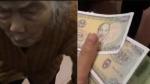 Thương cháu đi làm xa, cụ bà 104 tuổi dúi vội vào tay mấy đồng tiền làm dân mạng cảm động