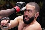 Trọng tài dừng trận đấu do võ sĩ bị chọc vào mắt