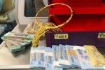Hành khách bỏ quên vali chứa hơn 300 triệu đồng cùng nhiều vòng vàng trên máy bay