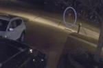 Nhận tin báo về đứa trẻ lang thang giữa đêm, cảnh sát có mặt tại hiện trường chỉ thấy bóng dáng kỳ lạ, đưa ra lời nhận định lạnh gáy