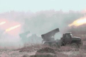 Pháo đã nổ, binh lực dồn dập đổ về biên giới Ukraine: 'Chảo lửa' Donbass bùng cháy?