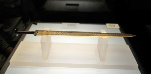 Thanh cổ kiếm được cho là của Câu Tiễn, hiện trưng bày tại Bảo tàng Quốc gia tỉnh Hồ Bắc (Ảnh: Wiki Commons)