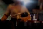 Thâm nhập thế giới massage 'sung sướng' ở Hà Nội: Các nữ nhân viên khỏa thân bơi, nhảy và kích dục cho khách, giá cao nhất 10 triệu đồng