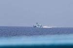 [NÓNG] Tàu tấn công Trung Quốc mang tên lửa dồn dập truy đuổi phóng viên Philippines trên biển Đông