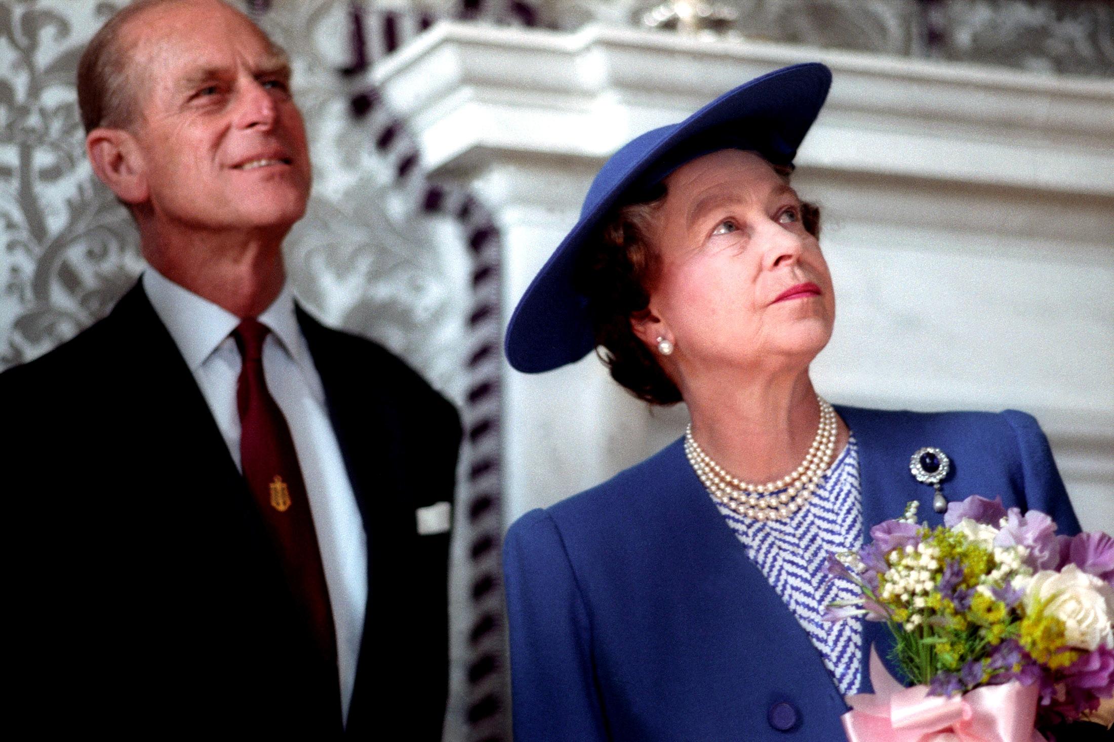 Nữ hoàng Elizabeth II và Hoàng thân Philip vào năm 1990. Ảnh: Reuters.