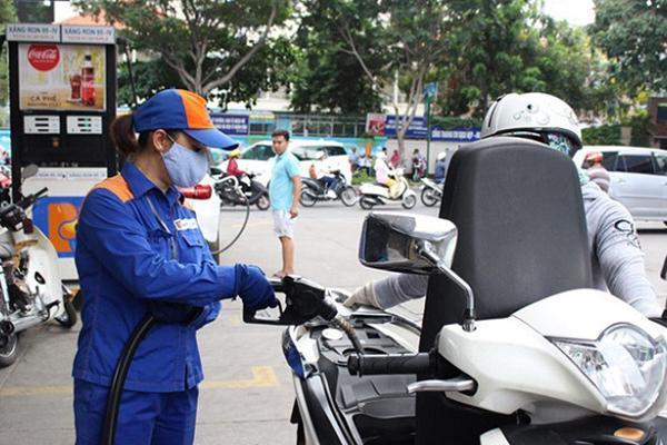 Giá xăng giảm lần đầu tiên sau 5 tháng