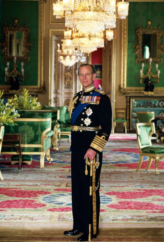 Vì sao trên quan tài Hoàng tế Philip lại có một thanh gươm, chiếc mũ và vòng hoa? Tất cả đều mang ý nghĩa vô cùng đặc biệt trong cuộc đời ông - 1