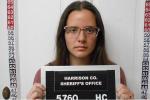 Nữ giáo viên bị bắt vì dụ dỗ nam sinh 15 tuổi làm điều không được phép trong xe hơi