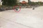 Khoảnh khắc lái xe Exciter vượt đèn đỏ, đâm gục cô gái tại ngã tư