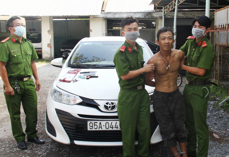 Trần Bá Đạt sau khi bị bắt. Ảnh: Thế Phong.