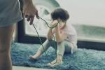 Hàn Quốc: Phẫn nộ cha nuôi bạo hành con gái 2 tuổi xuất huyết não