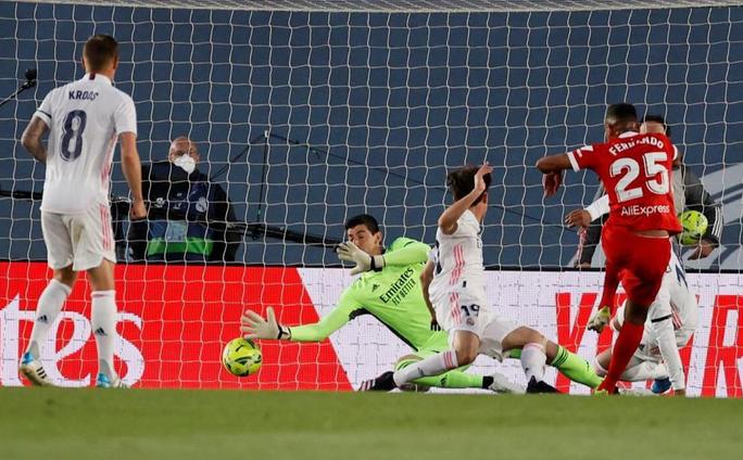 ... nhưng Sevilla mới là đội mở tỉ số do công của Fernando