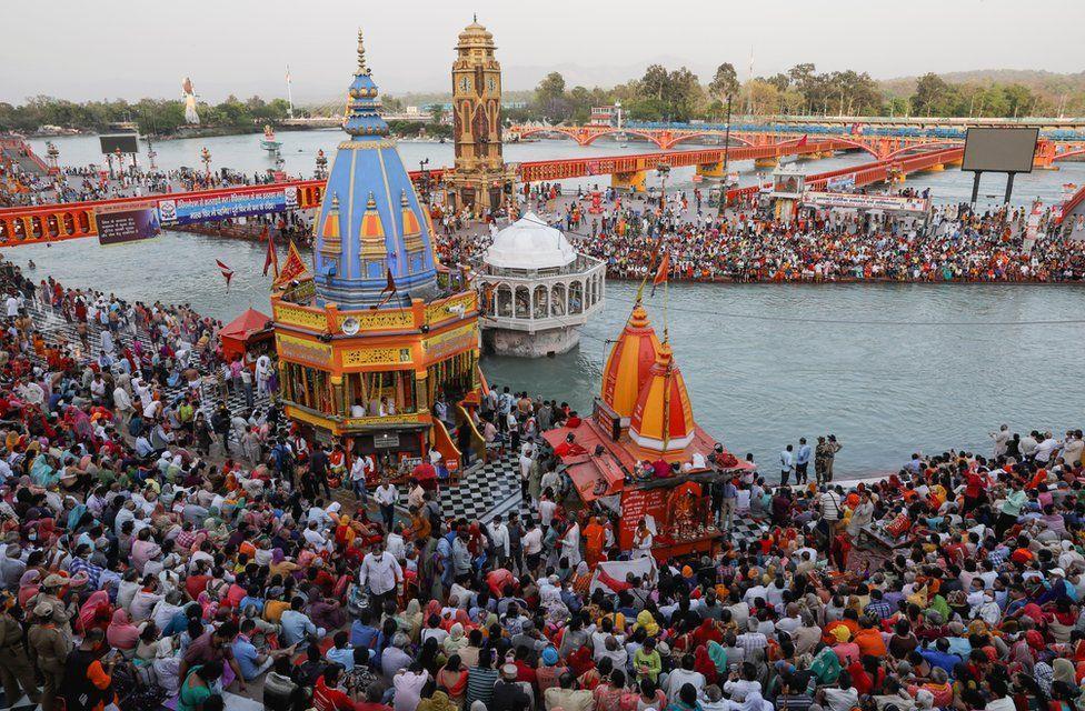 Hơn 9 triệu tín đồ Hindu giáo đã hành hương về thị trấn Haridwar trong tháng 4 năm nay. Ảnh: BBC.