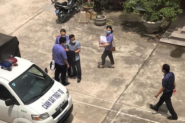 Cơ quan điều tra Viện KSND Tối cao thực hiện lệnh bắt giữ cán bộ công an quận Đồ Sơn. Ảnh: Người lao động