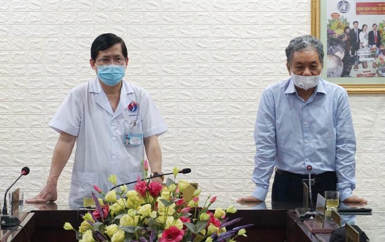 """Ông Trương Mạnh Tiến, Giám đốc Quỹ Gieo mầm Xanh hạnh phúc chia sẻ với những khó khăn, vất vả của các bác sỹ - """"chiến sỹ áo trắng"""" trong công tác phòng chống Covid-19."""