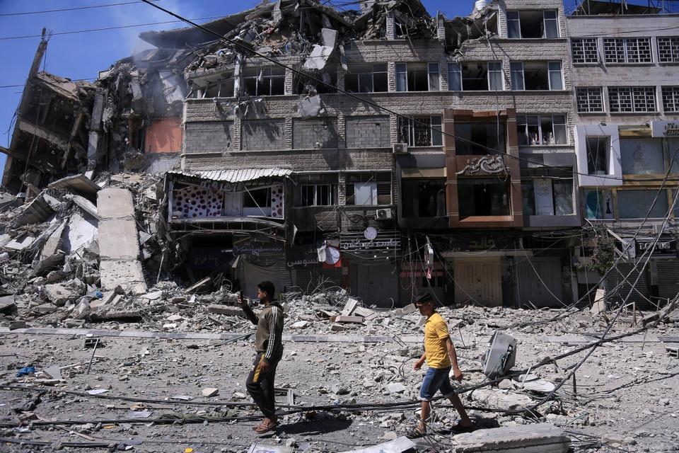 Hiện trường vụ tấn công tại thành phố Gaza hôm 13/5. Ảnh: New York Times.