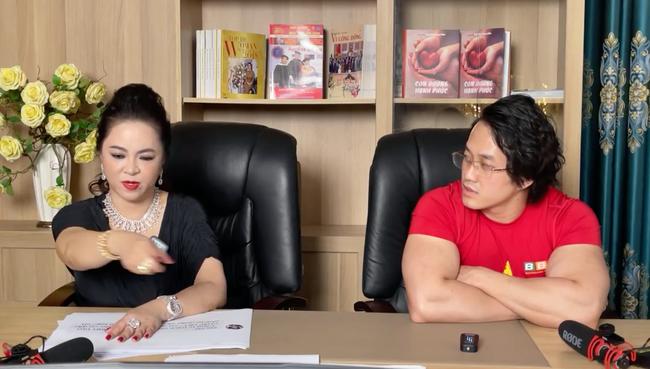 Bà Phương Hằng chính thức xin lỗi sau loạt ồn ào với sao Vbiz, nhưng xin lỗi ai và vì cái gì thì đúng là
