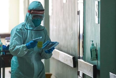 Nhân viên y tế trong Bệnh viện Bệnh Nhiệt đới Trung ương (Hà Nội). Ảnh minh họa: Phạm Thắng.