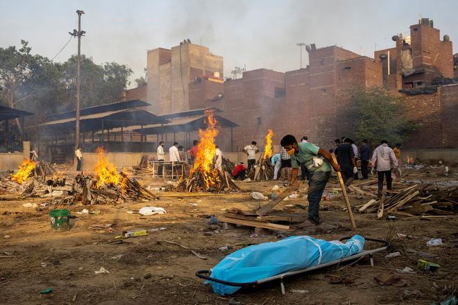 Hỏa táng nạn nhân Covid-19 tại Ấn Độ.