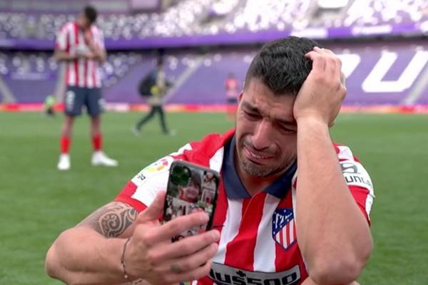 Suarez khóc sau chức vô địch của Atletico