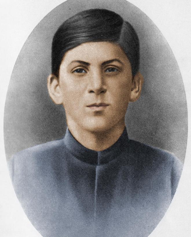 Stalin năm 1894. Ảnh: Public domain.