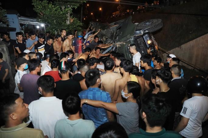 Quảng Nam: Xe tải lao xuống vực, 2 người tử vong - Ảnh 6.