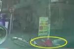 Shipper phóng nhanh tông thẳng vào ôtô ở ngã tư, ngã lộn nhào xuống đường khiến tất cả đứng tim