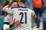 Chuyện 'dị' mùa Euro 2020: Đội bóng lập hàng rào mấy lớp cho đối thủ hết soi, thủ môn nhàn quá bị thay ra cho 'có tính cạnh tranh'