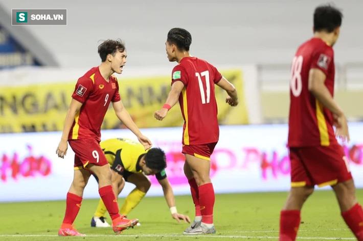 Văn Toàn ăn mừng sau khi mang về quả đá penalty cho tuyển Việt Nam. (Ảnh: HT)