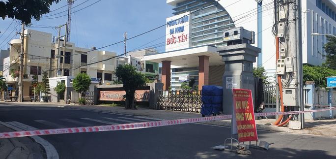 Phòng khám Đức Tín, nơi bệnh nhân Y tới khám bệnh cũng chịu cảnh phong tỏa.
