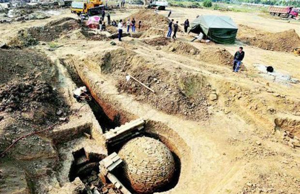 Những ngôi mộ có hình dáng đặc biệt này nằm trong nhóm lăng mộ quy mô lớn được tìm thấy tại Hồ Bắc (Ảnh: Kknews).