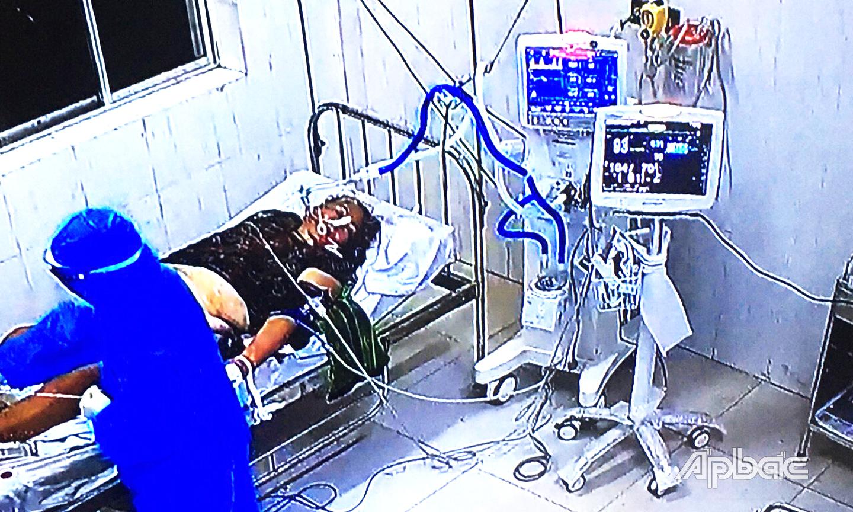 Bệnh nhân Covid-19 nặng được Bệnh viện dã chiến số 2 tích cực điều trị