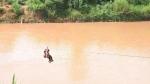 Kon Tum: Bất chấp nguy hiểm, người dân đu dây vượt sông Pô Cô mùa mưa bão