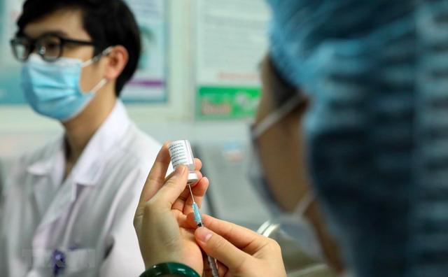 Hà Nội: Chi tiết phân bổ vaccine COVID-19 cho 30 quận, huyện, thị xã  - Ảnh 3.