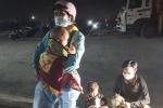 Cha mẹ và 3 con nhỏ đi xe máy từ TP.HCM về Lào Cai tránh dịch