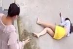 Khoảnh khắc kinh hoàng người phụ nữ nhảy khỏi lầu 2 để thoát khỏi sự bạo hành điên cuồng của chồng, bản án cho kẻ ác độc gây căm phẫn