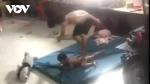 Xôn xao clip cha quăng quật, đánh đập con trai nhỏ tuổi dã man ở Bình Dương
