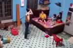 Phẫn nộ: Con trai dùng nạng đánh mẹ dã man vì không mượn được điện thoại