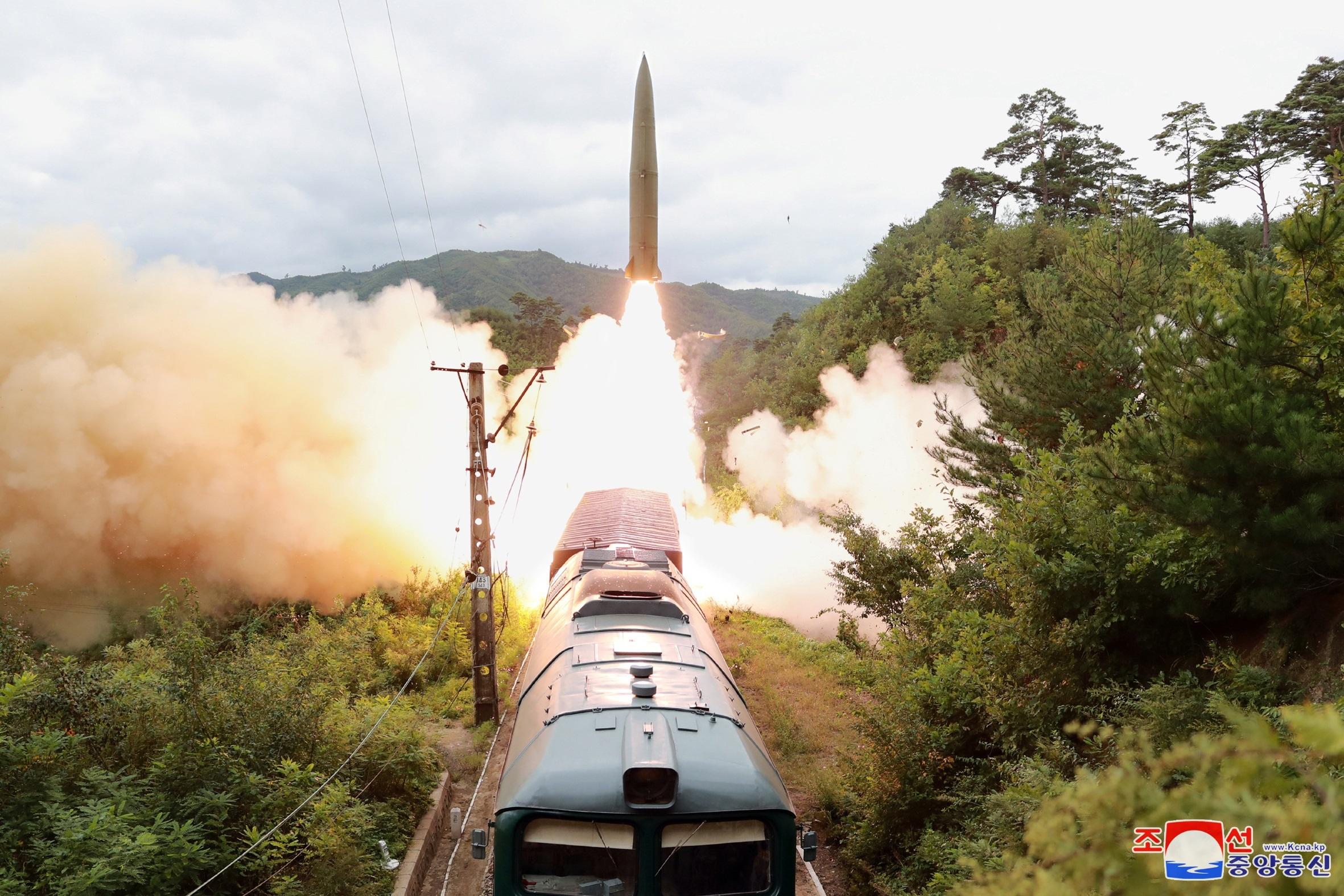 Tên lửa phóng từ tàu hỏa của Triều Tiên. Ảnh: KCNA.
