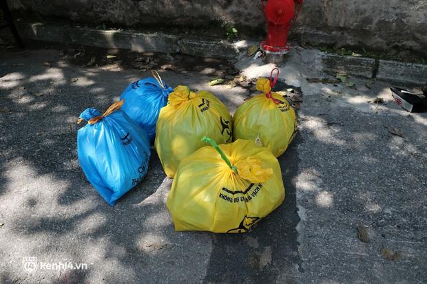 Hà Nội: Phong tỏa khu dân cư ở quận Long Biên nơi 6 người trong gia đình dương tính SARS-CoV-2 - Ảnh 8.