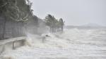 CẬP NHẬT: Áp thấp nhiệt đới di chuyển nhanh, cách bờ biển Bình Định, Phú Yên 280km