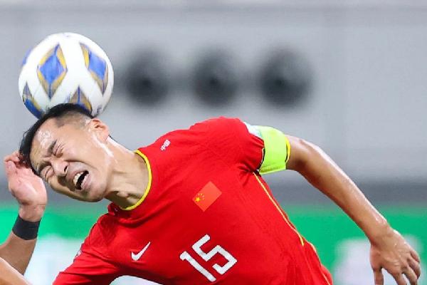 Đội trưởng tuyển Trung Quốc nhận gạch đá vì câu nói gây tranh cãi trước đại chiến Việt Nam